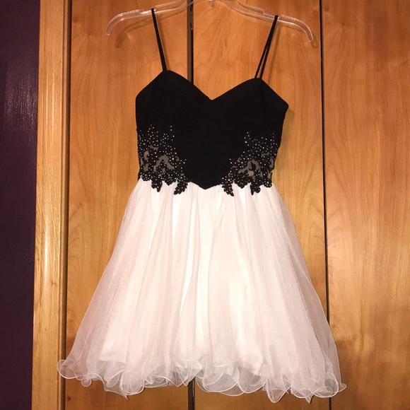 Dresses & Skirts - Homecoming dress!!